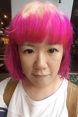 Không giống như kiểu mẫu, tóc củaJoanna Huang trông như... quả thanh long.