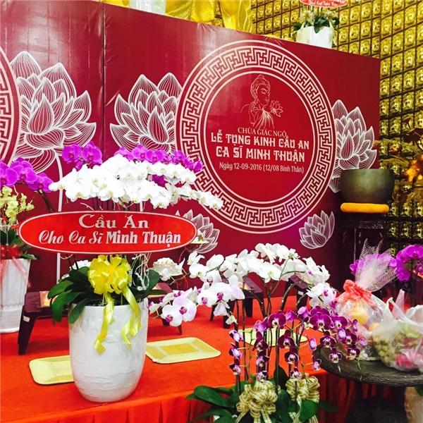 Những bó hoa tươi thắm từ người hâm mộ gửi tặng cho Minh Thuận. - Tin sao Viet - Tin tuc sao Viet - Scandal sao Viet - Tin tuc cua Sao - Tin cua Sao