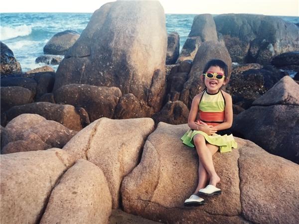Á hậu Thùy Dung lộ ảnh thời thơ bé vô cùng đáng yêu