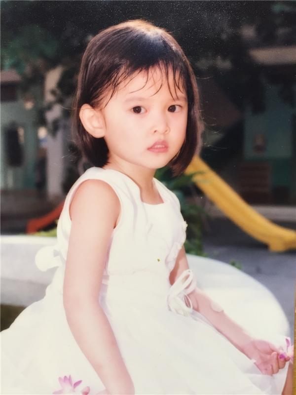 Mới đây, Á hậu 2 Hoa hậu Việt Nam 2016 vừa chia sẻ những bức ảnh thuở nhỏ của mình. Ngay từ bé, Thùy Dung đã sở hữu khuôn miệng rộng và nụ cười tươi sáng. Trong các bức ảnh, ánh mắt của Thùy Dung thể hiện vẻ tự tin, nhanh nhạy. Đặc biệt, dễ dàng nhận thấy vóc dáng của Thùy Dung luôn thanh mảnh từ đó đến nay.