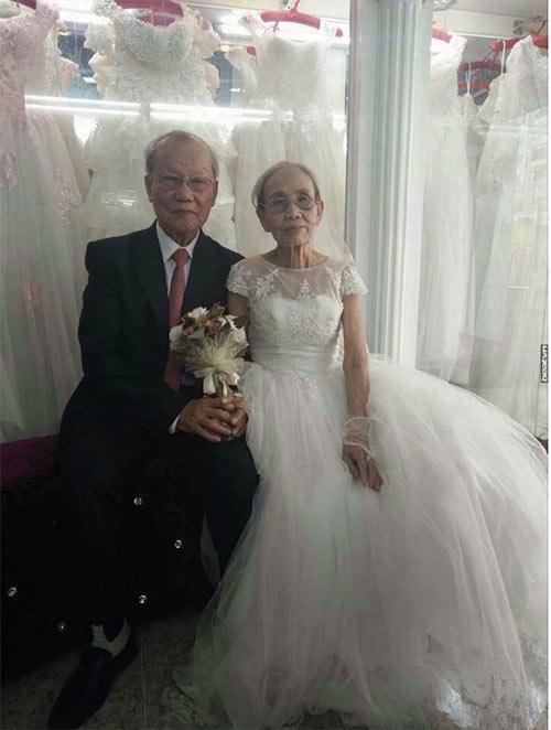Ảnh cưới lại của cặp đôi 80 tuổi khiến người trẻ cũng phải ghen tỵ