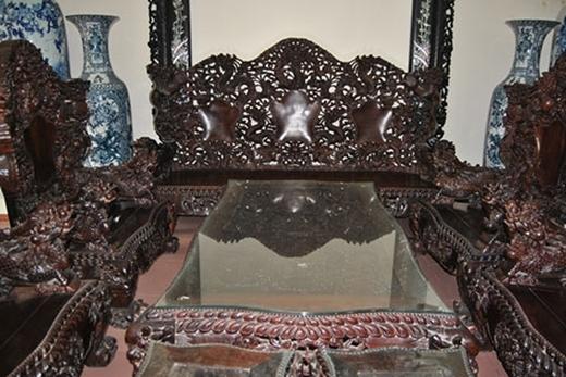 """Bộ bàn ghế của đại gia Minh """"Sâm""""."""