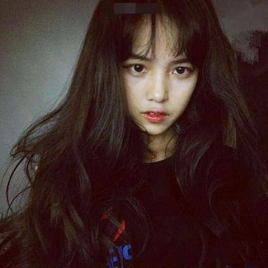 Cô gái trở thành hot girl nổi tiếng toàn trường nhờ vở sạch chữ đẹp
