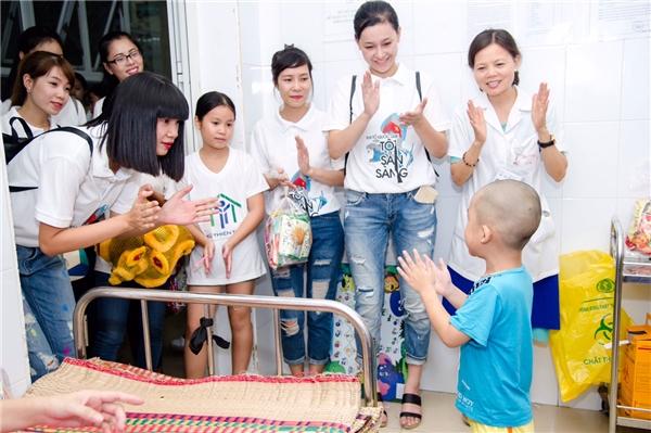 Những năm gần đây, từ khi lập gia đình, Hạ Vy gần như lui về ở ẩn để chăm lo cho công việc đào tạo người mẫu. Hạ Vy cũng hiếm khi xuất hiện tại các sự kiện của làng giải trí Việt.