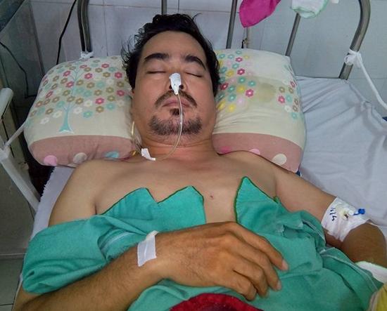 Nam diễn viên Nguyễn Hoàng trên giường bệnh khi vừa trải qua cơn tai biến. - Tin sao Viet - Tin tuc sao Viet - Scandal sao Viet - Tin tuc cua Sao - Tin cua Sao