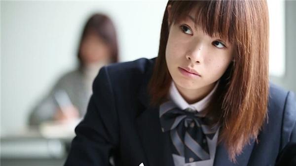 Nhắcđến nữ sinh Nhật Bản, chúng ta thường liên tưởng đến hình ảnh các cô gái mặc đồng phục chỉn chu và có tác phong nghiêm túc.