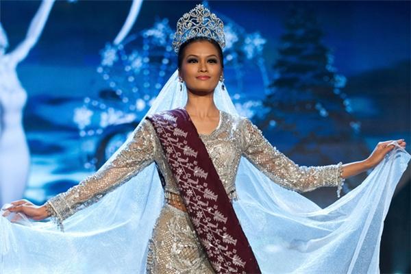 Cô từng đăng quang trong cuộc thi Hoa hậu Hoàn Vũ 2012.