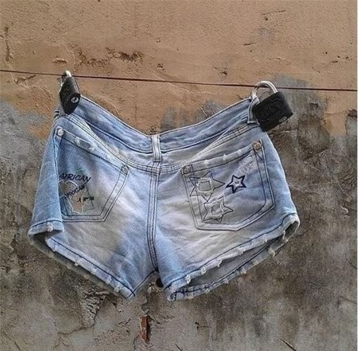 Dù chỉ là một cái quần đùi thì cũng phải dùng hai ổ khóa khóa lại thật cẩn thận nhé. Ai biết được tên trộm có bị thiếu thốn quần áo hay không chứ.