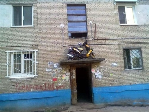 Dựng xe trên này thì chẳng lo tên trộm nào có thể lấy được.