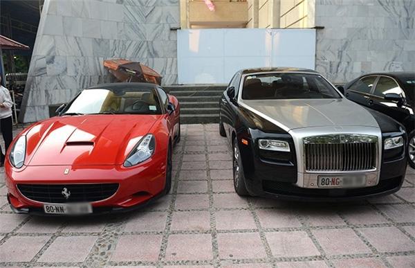 Với chiếc Ferrari California màu đỏ đời 2010, chiếc thứ ba tại Việt Nam, Bình Dương phải bỏ ra số tiền khoảng gần 5 tỷ đồng để độ xe. - Tin sao Viet - Tin tuc sao Viet - Scandal sao Viet - Tin tuc cua Sao - Tin cua Sao