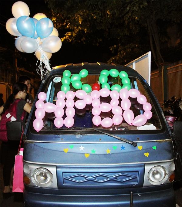 Fan chơi trội, thuê xe thức ăn mừng sinh nhật Uni5