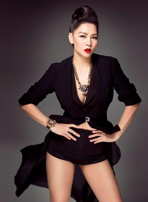"""Diva nhạc Việt Thu Minh nổi tiếng với giọng hát nội lực cùng các vũ điệu """"dance"""" nóng bỏng."""
