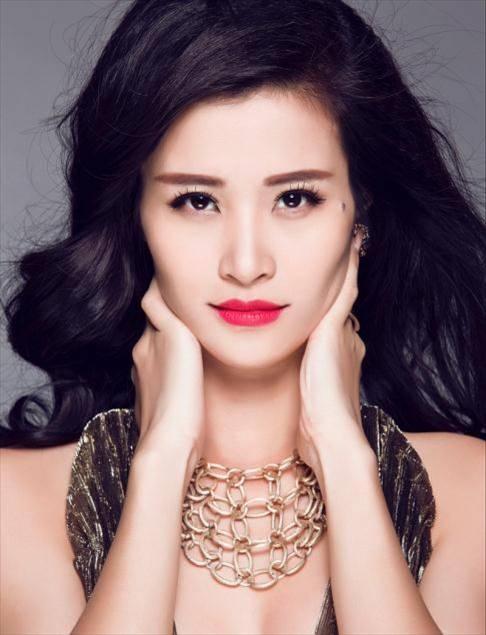 """Ca sĩ Đông Nhi với chất giọng ngọt ngào và nhiều bài """"hit"""" được các khán giả trẻ hâm mộ cuồng nhiệt."""