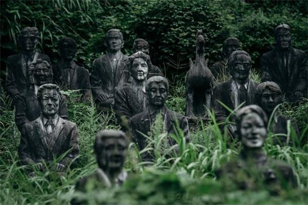 ...và số còn lại chính là chân dung của những người sáng lập ngôi làng.