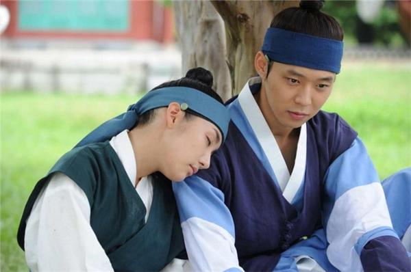 Park Min Young bên cạnh Yoo Ah In và nam thần một thời Park Yoo Chun.