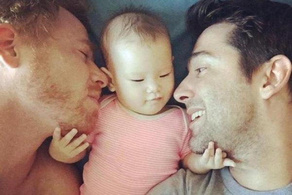 Những đứa con thực sự sẽđược tạo ra từ sự kết hợp của tinh trùng và tế bào của hai người đàn ông. (Ảnh Internet)