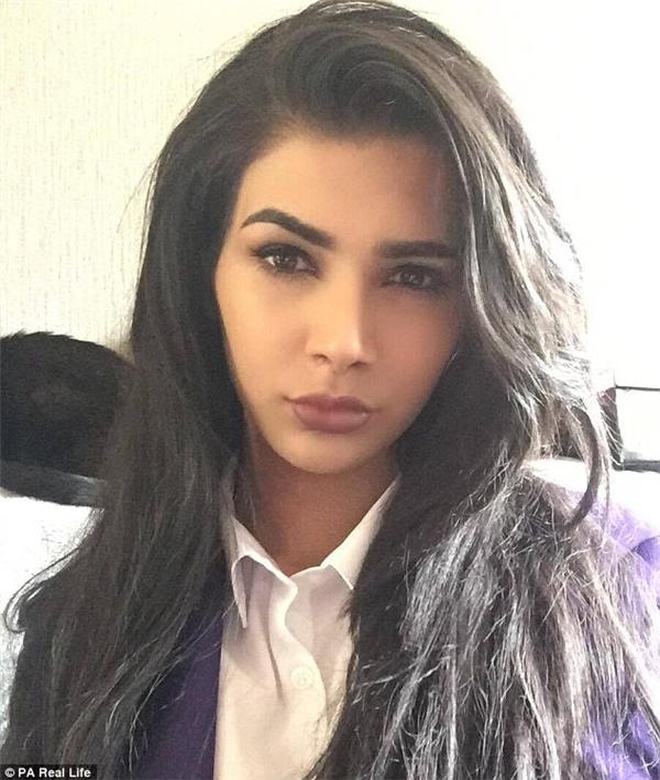 Bạn sẽ choáng khi biết bí mật đằng sau bản sao Kim Kardashian này