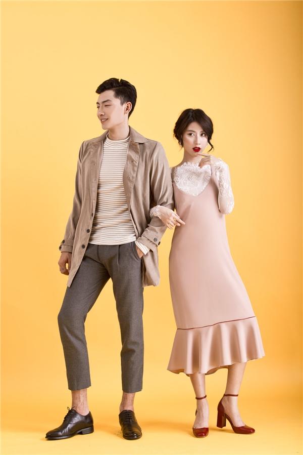 Cùng có sắc hồng thạch anh ngọt ngào và phong cách cổ điển điệu đà, Quỳnh Anh Shyn mang đến 2 gợi ý cho các cô gái: váy xòe phối áo voan mỏng hoặc váy suông kết hợp áo ren gợi cảm.