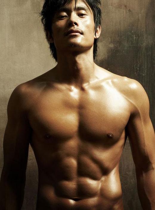 """Lee Byung Hun có vai diễn đầu tay cùng năm diễn ra sự kiện """"tập chạy khỏa thân""""."""