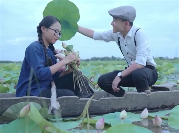 Chị Bảy Phương Mỹ Chi gây tranh cãi khi hát nhạc sến ở tuổi 14 - Tin sao Viet - Tin tuc sao Viet - Scandal sao Viet - Tin tuc cua Sao - Tin cua Sao
