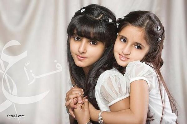 Công chúa Shamalah và công chúa Shamma chụp hình chung với nhau.