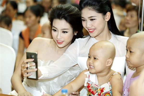 Với Mỹ Linh, do còn bận việc học nên cô luôn cố gắng thu xếp để có thể đồng hành cùng các hoạt động của Hoa hậu Việt Nam sau đăng quang. Trong khi đó, Thanh Tú lại có nhiều thời gian hơn để tham gia vào công tác thiện nguyện.