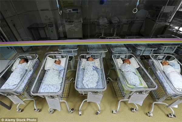 Sau khi hạ sinh được một cặp song sinh, bà Ding hay tin rằng đứa bé thứ hai đã chết không lâu sau đó. (Ảnh minh họa)