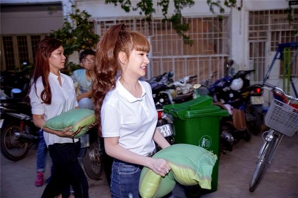 Tân Á hậu Ngọc Huyền: Sưởi ấm tình thương trẻ em nghèo mùa Trung Thu