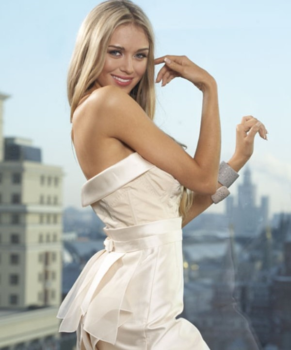 Hoa hậu đẹp nhất mọi thời đại gây sốt với nét đẹp không tuổi