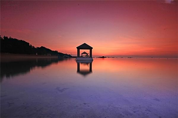 Hoàng hôn tại Bali đầy thơ mộng lãng mạn.