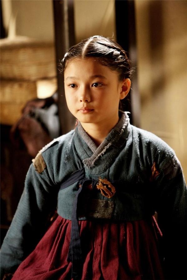 Kim Yoo Jung và hành trình ăn cơm phim trường từ năm 4 tuổi