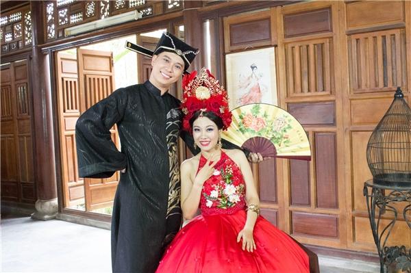 Ca sĩ Nam Khánh và bạn diễn Thanh Nguyên.