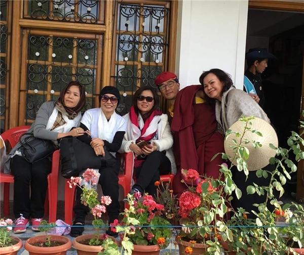 Lặng người hình ảnh Phương Thanh cạo đầu, mặc cà sa trên đất Phật - Tin sao Viet - Tin tuc sao Viet - Scandal sao Viet - Tin tuc cua Sao - Tin cua Sao
