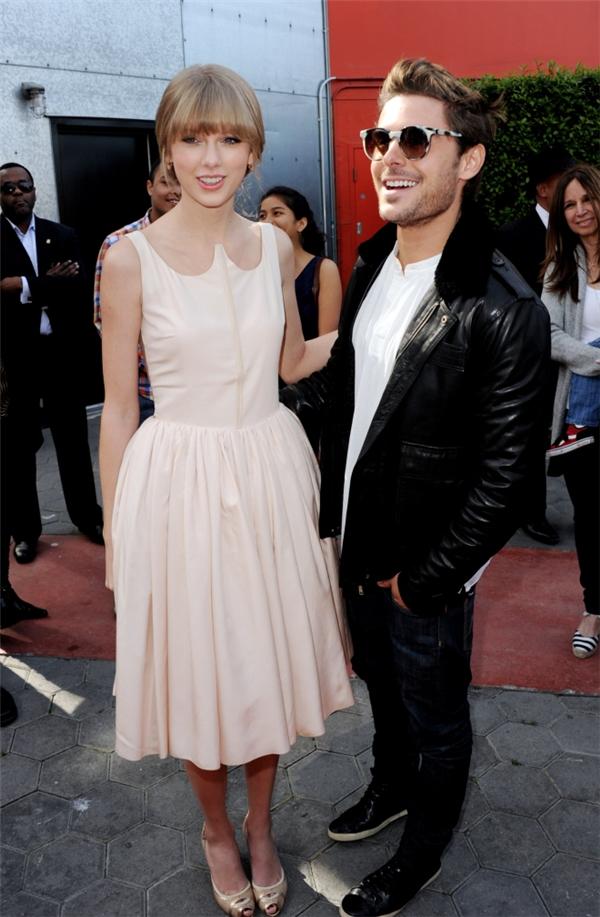 Sau một tuần chia tay Tom, Taylor đã hẹn Zac để đi dùng bữa tối.