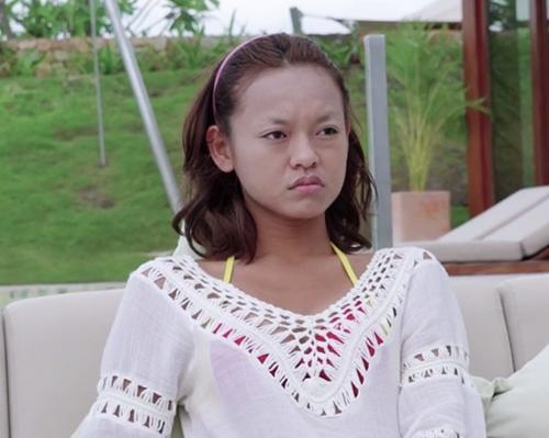 Hình ảnh kinh điển của Mai Ngô tại The Face với gương mặt không chân mày.