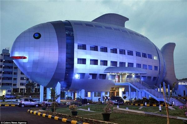 Tòa nhà hình cá mang kiến trúc hiện đại này được sử dụng làmcơ quan củaBan Phát triển Thủy sản Quốc gia ở Hyderabad, Ấn Độ.