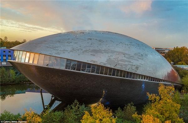 Trung tâm Khoa học Universum là một tòa nhà hình con traiở Bremen, Germany, được mở cửa lần đầu tiênvào tháng 9 năm 2000.