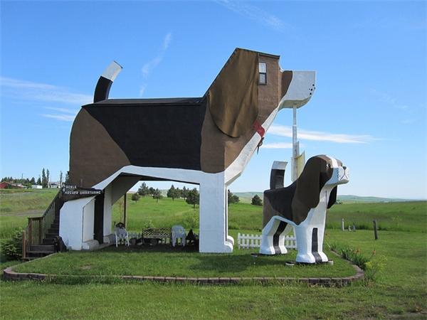 Quán trọ công viên Bark Dog này nằm ởCottonwood, Indiana, Hoa Kỳ. Nó được thiết kế bởi cặp đôiFrances Conklin vàDennis Sullivandành cho những người yêu chó.