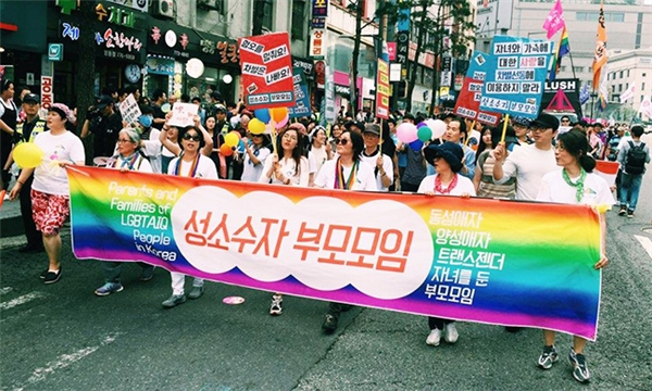 Có rất nhiều tổ chức tình nguyện đứng ra để ủng hộ và giúp đỡ những người thuộc giới tính thứ ba.
