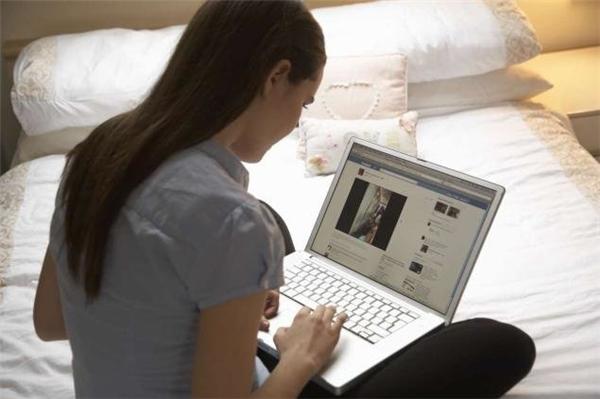 Cô gái đã kiện bố mẹ mình vì những tấm ảnh mà họ đăng tải trên mạng xã hội. (Ảnh minh họa)