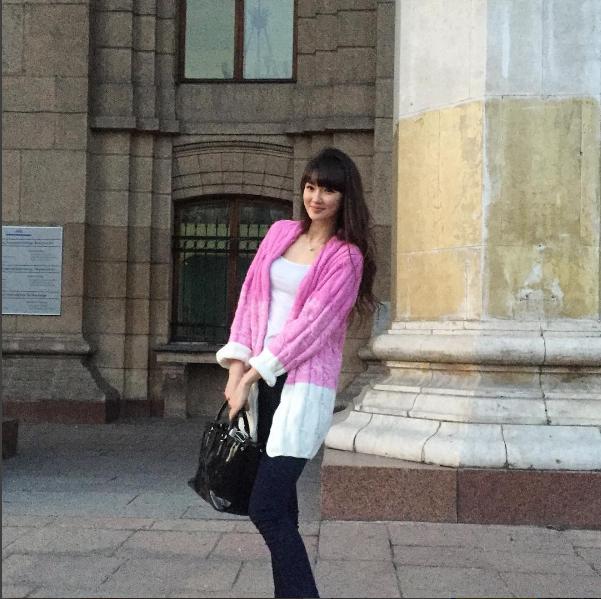 Sabina hiện đang là sinh viên trường đại học luật.
