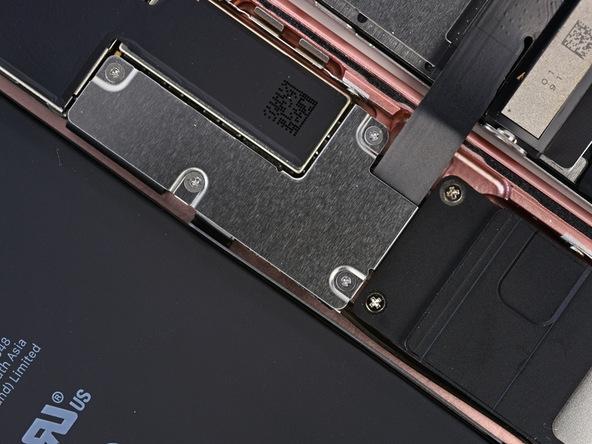 iPhone 7 Plus có rất nhiều ốc 3 cạnh ở những điểm nối.(Ảnh: iFixit)