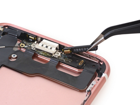 Chưa kịp mua, iPhone 7 đã bị tháo banh chành ra soi