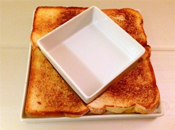 Để nướng được chiếc bánh vuông vức thế này thì chẳng phải là điều dễ dàng đâu nhỉ.