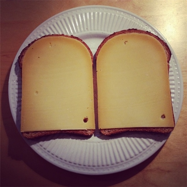 Nhìn thấy lớp bơ đậu phộng được trét hoàn hảo thế này thì ai mà nỡ ăn cơ chứ.