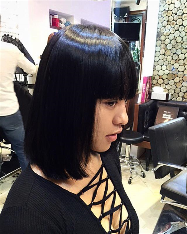 Mới đây, Mai Ngô đã thực hiện việc thay đổi diện mạo với kiểu tóc mái ngang trông rất trẻ trung. Phần tóc này cũng giúp Á quân The Face Vietnam 2016 che đi khuyết điểm ở phần chân mày hầu như không có.