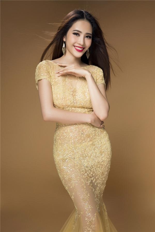 Nam Em quyến rũ trong thiết kế xuyên thấu ngọt ngào của Lê Thanh Hòa.