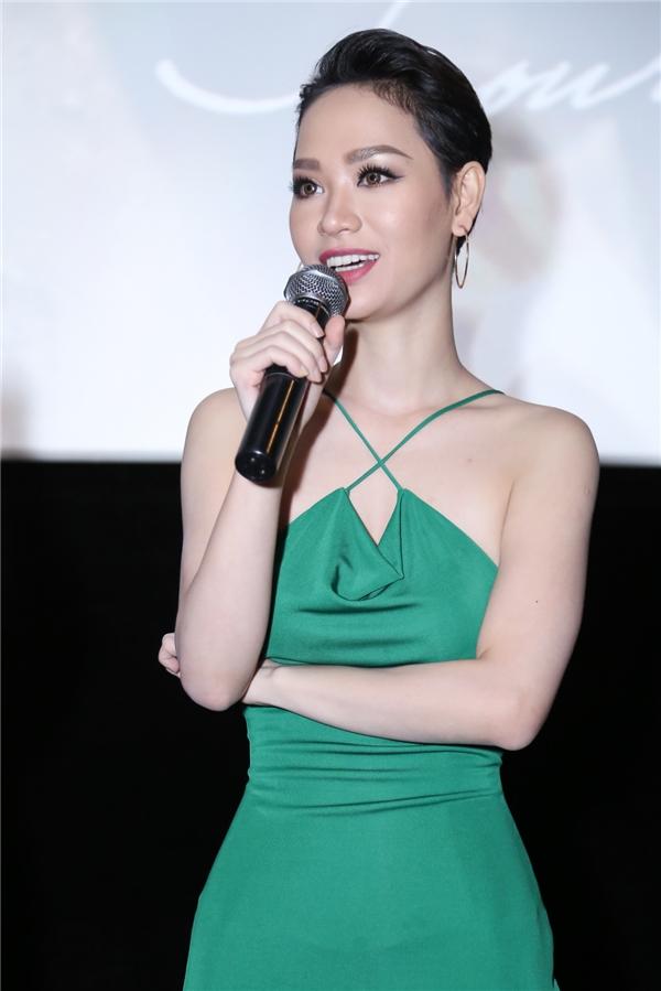 Nữ ca sĩ khoe vóc dáng thon gọn trong ngày ra mắt MV Let Me Feel Your Love Tonight. - Tin sao Viet - Tin tuc sao Viet - Scandal sao Viet - Tin tuc cua Sao - Tin cua Sao