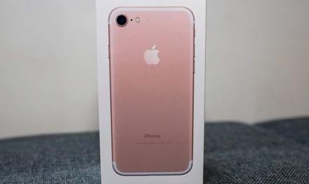 Soi iPhone 7 vàng hồng đầu tiên về Việt Nam