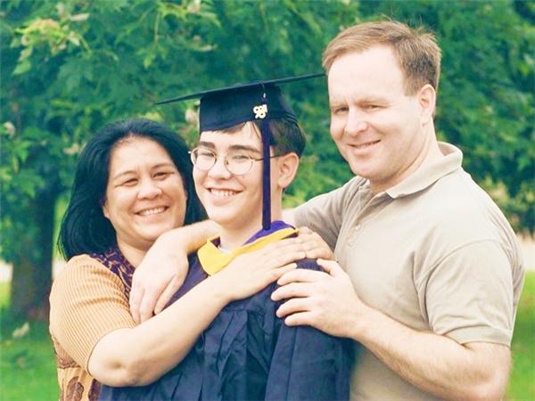 Micheal Kearney, hiện 32 tuổi, là người trẻ nhất tốt nghiệp đại học trong lịch sử. Thần đồng này nhận bằng cử nhân ngành Nhân loại học khi mới 10 tuổi. Sau khi hoàn thành chương trình thạc sĩ, Micheal trở thành giảng viên đại học khi chưa đủ tuổi lái xe. Ảnh: AP.